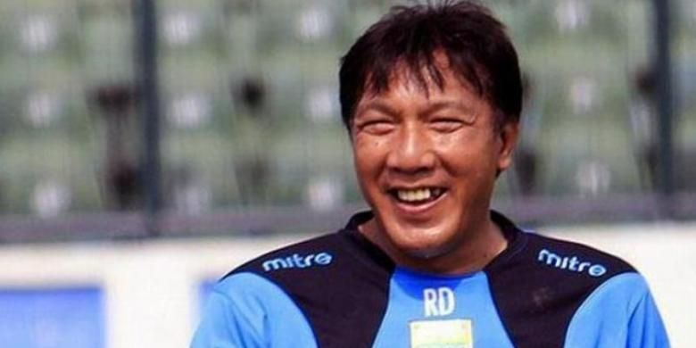 Legenda hidup Persib Bandung, Robby Darwis.