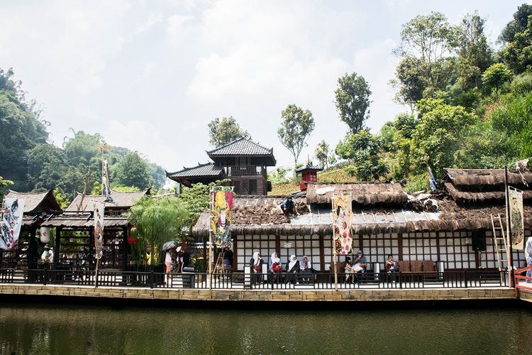 Replika pedesaan di Kyoto yang berada di area Jepang, Great Asia Afrika, Bandung, Jumat (17/1/2020).