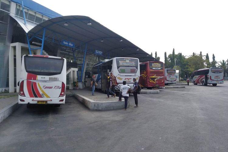Kondisi Terminal Bus Anjuk Ladang Nganjuk yang mulai sepi pengunjung, Rabu (5/5/2021).