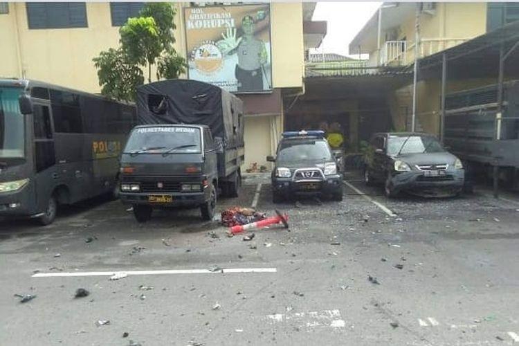 Situasi  usai peledakan bom bunuh diri di halaman Polrestabes Medan, Rabu (13/11/2019).