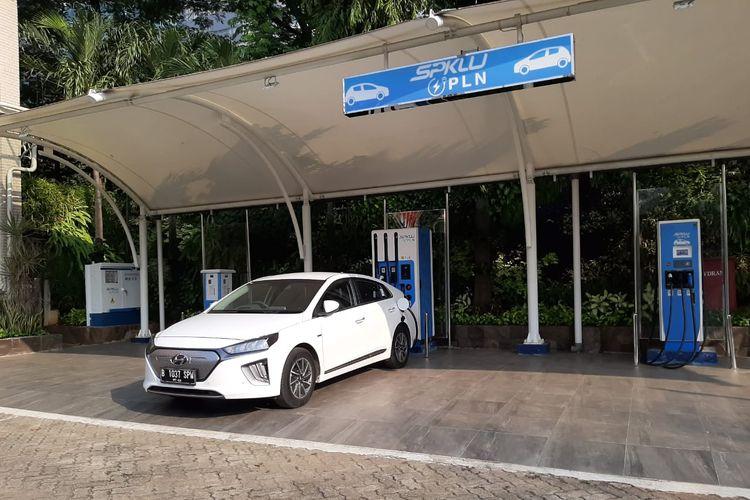 Ilustrasi pemanfaatan SPKLU di PLN menggunakan Hyundai Ioniq