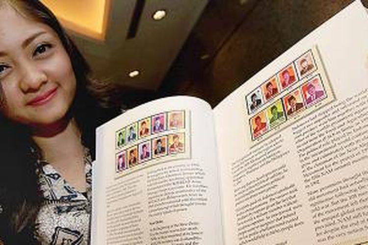 Kementerian Pariwisata meluncurkan buku berjudul 'Indonesia Through Stamps: 1945-2012' di Jakarta, Selasa (12/5/2015).
