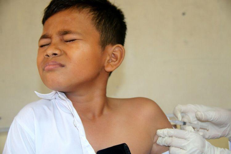 Ilustrasi pemberian vaksin.