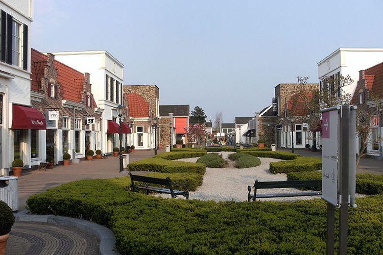 Suasana Batavia Stad di Lelystad, Belanda.