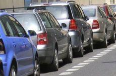 Cara Benar Parkir Mobil di Jalan Menanjak dan Menurun, Harus Diganjal