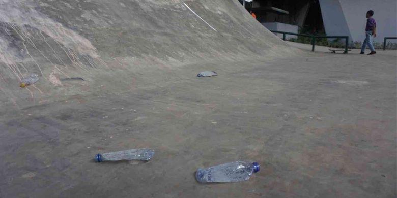 Belum diresmikan, skatepark di  kolong Flyover Slipi, Jakarta Pusat, tampak telah rusak, Sabtu (13/1/2019).