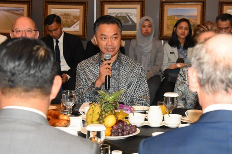 Mantan Wakil Menteri Luar Negeri Dino Patti Djalal saat hadir dalam acara breakfast meeting bersama para CEO perusahaan asing dan duta besar di Hotel Hilton, Bandung, Kamis (24/10/2019).