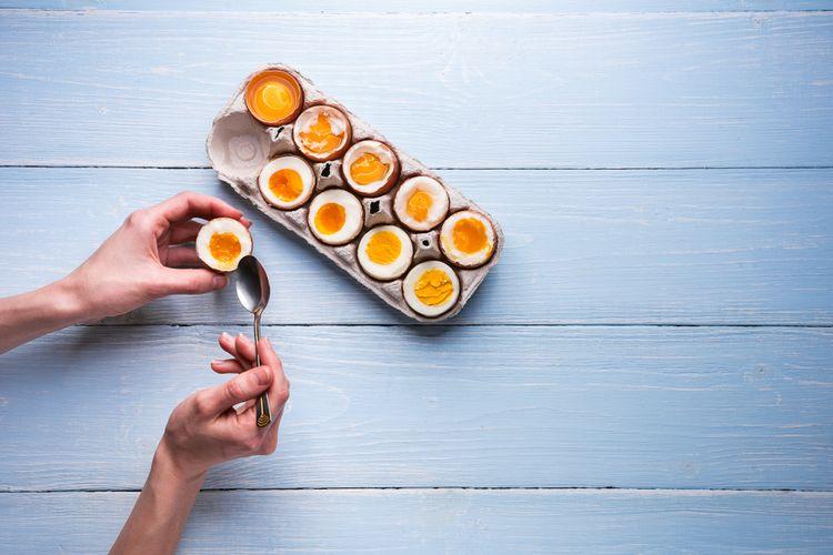 Ilustrasi telur rebus. Durasi merebus akan memengaruhi tingkat kematangan.