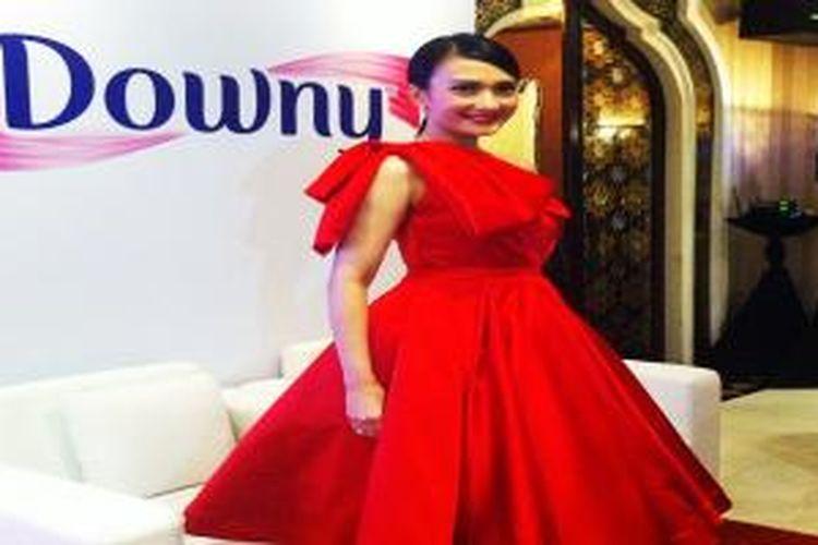 Artika sebagai Brand Ambassador pelembut pakaian Downy.