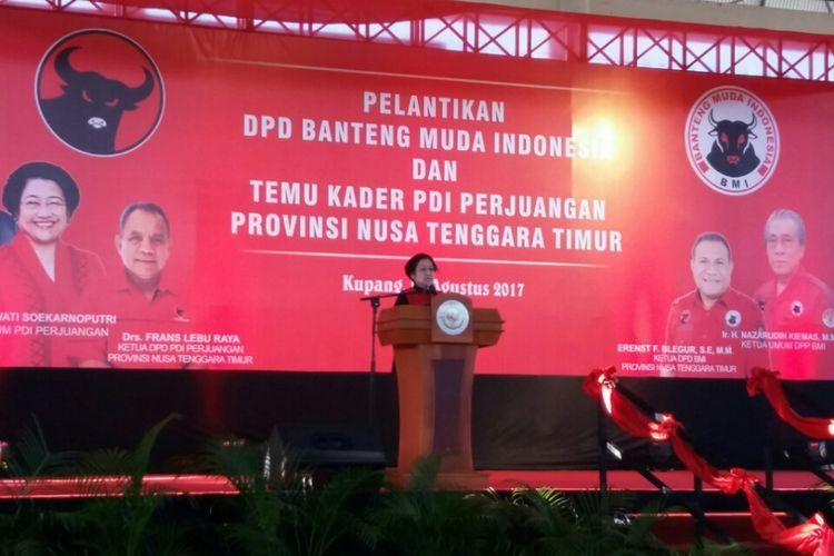 Megawati Soekarno Putri, saat berpidato di depan ribuan kader PDI Perjuangan di Gelanggang Olahraga Oepoi Kota Kupang, Nusa Tenggara Timur (NTT), Sabtu (26/8/2017)
