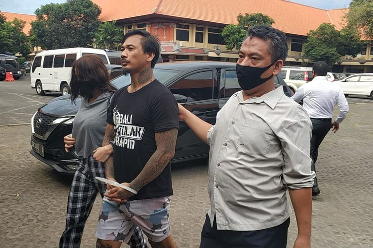 Jerinx SID menuju Rutan Polda Bali, Rabu (12/8/2020).