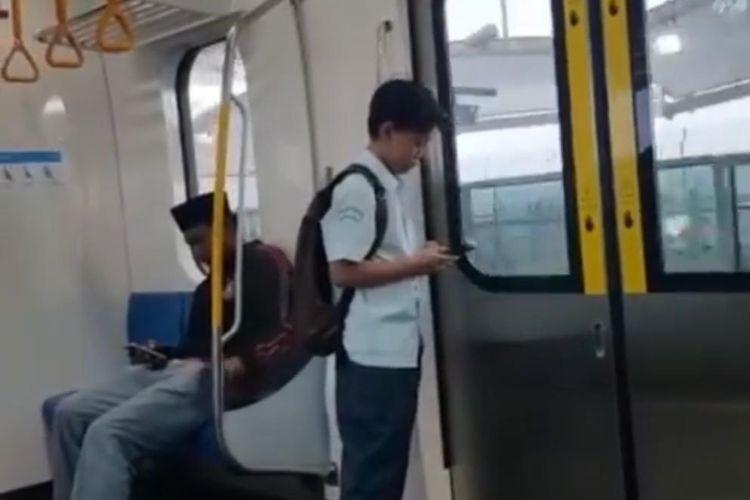 Anak SMP pengguna MRT Jakarta