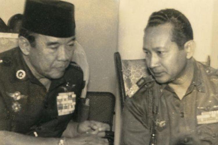 Presiden RI ke I Soekarno dan Jenderal Soeharto