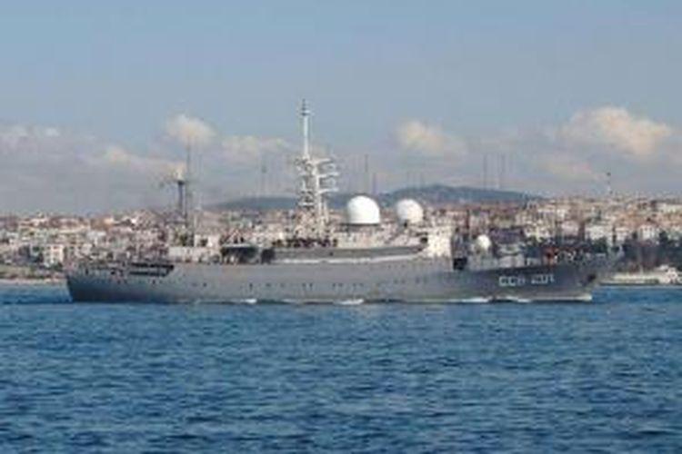 Kapal pengintai milik AL Rusia, Priazovye SSV-201 ini kabarnya tengah menuju perairan Laut Tengah di dekat Suriah.