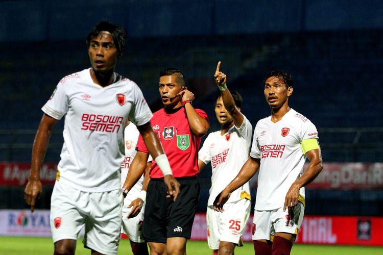 Laga antara PSIS Semarang dan PSM Makassar pada perempat final Piala Menpora 2021 berlangsung di Stadion Kanjuruhan, Malang, Jumat (9/4/2021) malam WIB.