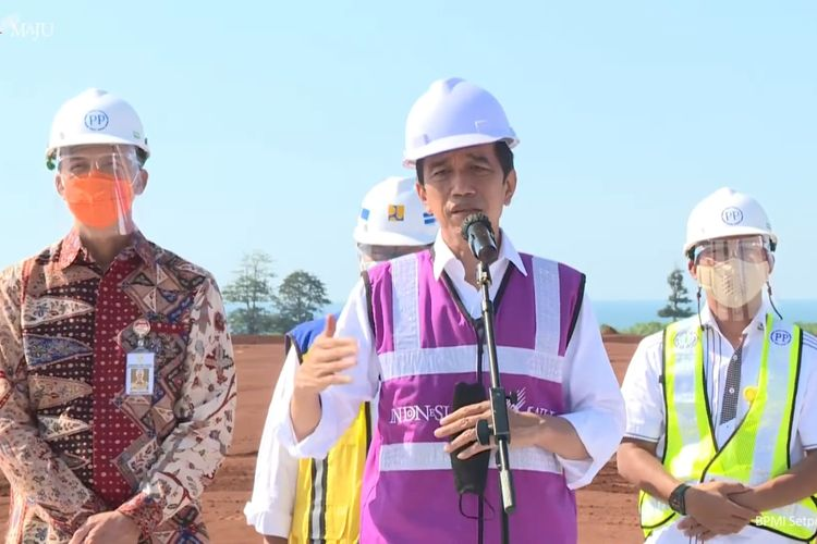 Foto tangkapan layar YouTube Sekretariat Presiden: Presiden Joko Widodo meninjau kawasan industri di Batang, Jawa Tengah, Rabu (21/4/2021).