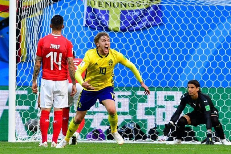 Emil Forsberg merayakan gol Swedia ke gawang Swiss pada pertandingan babak 16 besar Piala Dunia 2018 di St. Petersburg, 3 Juli 2018.