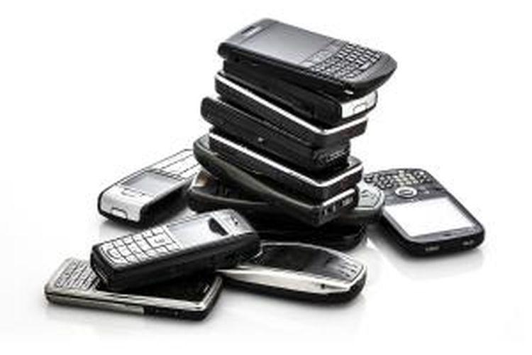 Ilustrasi aneka telepon genggam Nokia