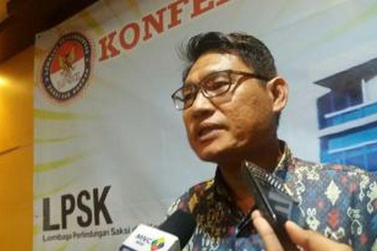 Ketua Lembaga Perlindungan Saksi dan Korban, Abdul Haris Semendawai usai pemaparan laporan akhir tahun LPSK di Jakarta, Rabu (30/12/2015)