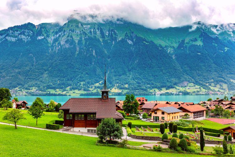 Desa Iseltwald yang berada di sisi selatan Danau Brienz.