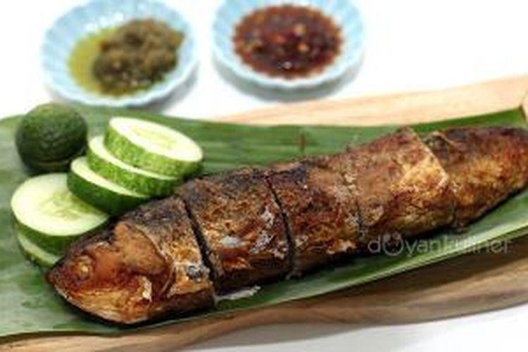 Bandeng Gepuk, kuliner khas Losari, Cirebon, Jawa Barat.