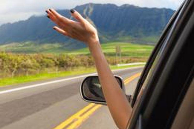 Menyusuri jalan menanjak dan terjal menuju puncak gunung mampu membakar adrenalin.
