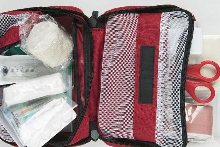 Kotak P3K sebaiknya selalu tersedia di rumah dan kendaraan.