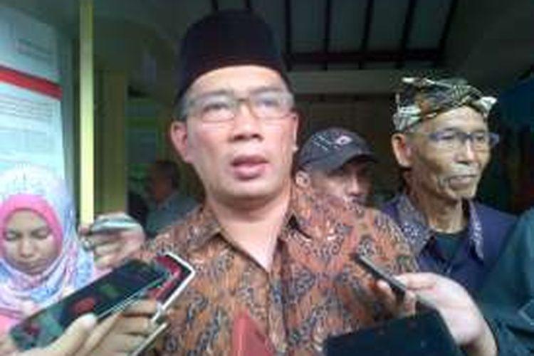 Wali Kota Bandung Ridwan Kamil saat ditemui usai berdialog dengan pegiat lingkungan dari DPLKTS di Jalan LRE. Martadinata, Jum'at (4/11/2016). KOMPAS.com/DENDI RAMDHANI
