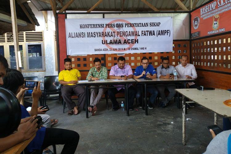 Konferensi pers Aliansi Masyarakat Pengawal Fatwa (AMPF) Ulama Aceh, Minggu (22/06/2019).