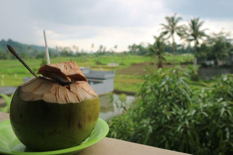 Restoran alam di Kuningan Jawa Barat yang menghadap ke Gunung Ciremai.