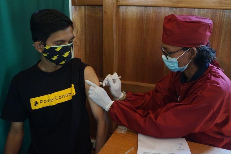 Masyarakat antusias mengikuti program vaksinasi dari kolaborasi Dompet Dhuafa dengan Puskesmas Pasar Minggu, Jakarta, beberapa waktu lalu. Untuk mendukung percepatan, Dompet Dhuafa menjadi mitra penyelenggara vaksinasi Pemprov DKI Jakarta sebagai upaya percepatan herd immunity.