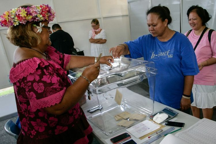 Warga Tahiti, wilayah seberang lautan Perancis, memberikan suara dalam pemilihan presiden putaran pertama yang digelar pada Sabtu (22/4/2017).