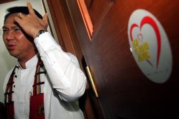Wakil Gubernur DKI Jakarta, Basuki Tjahaja Purnama (Ahok) menjawab pertanyaan awak media menanggapi soal pemberian mandat kepada Gubenur DKI Jakarta, Joko Widodo (Jokowi) sebagai capres dari Partai Demokrasi Indonesia Perjuangan (PDIP), di kantornya, Balai Kota DKI Jakarta, Jalan Medan Merdeka Selatan, Jakarta Pusat, Jumat (14/3/2014). Warta Kota/Henry Lopulalan