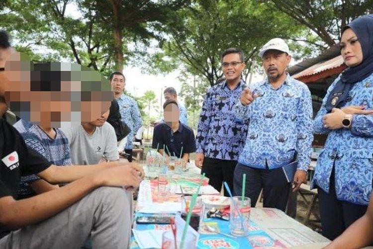Wakil Wali Kota Madiun, Inda Raya bersama petugas gabungan melakukan pemantauan dan penertiban terhadap siswa.