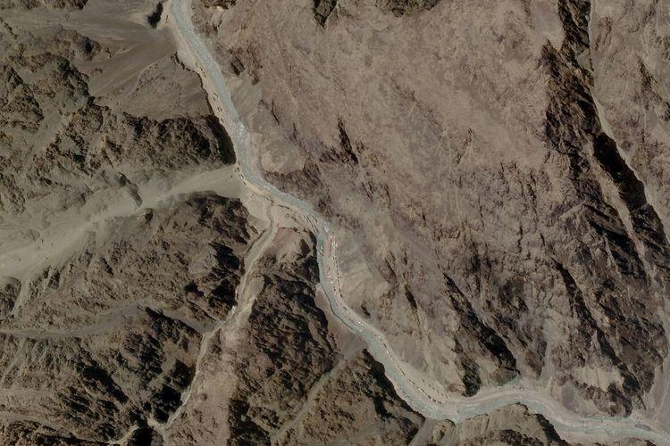 Gambar satelit yang diambil di Lembah Galwan di Ladakh, India, pada 16 Juni 2020. Pantauan satelit dari Planet Labs ini menunjukkan adanya peningkatan aktivitas di kawasan itu sejak seminggu sebelum bentrokan militer India vs China terjadi.