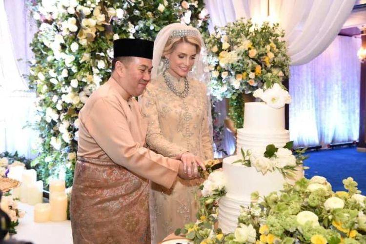 Putra Mahkota Kelantan, Tengku Muhammad Faiz Petra, menikahi seorang perempuan Sofie Louise Johansson, Jumat (19/4/2019). (Facebook/Pusat Rawatan Islam Terapi bil Quran, Malaysia)