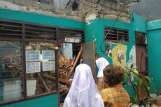 Atap Sekolah Ambruk, Murid SLB Bundaku Bekasi Mengungsi