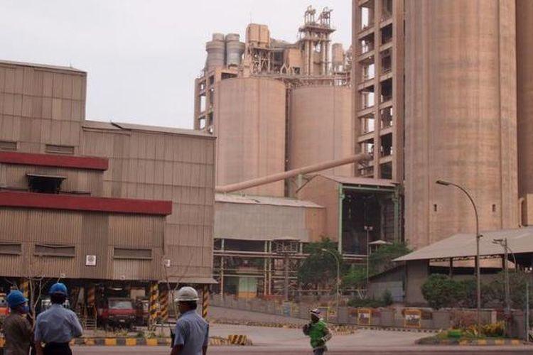 Pabrik PT Semen Gresik di Tuban, Jawa Timur, Jumat (6/11/2012).