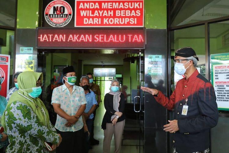 Gubernur Jawa Tengah, Ganjar Pranowo melakukan inspeksi mendadak di Rumah Sakit Umum Daerah (RSUD) Hj Anna Lasmanah Banjarnegara, Kamis (8/7/2021).