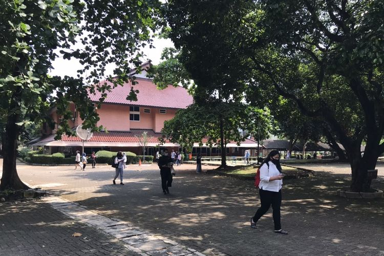 Peserta UTBK SBMPTN 2020 di Gedung VII Fakultas Ilmu Pengetahuan Budaya Universitas Indonesia (FIB UI), Depok, Jawa Barat, Minggu (5/7/2020). UI merupakan salah satu tempat pelaksanaan UTBK SBMPTN 2020.