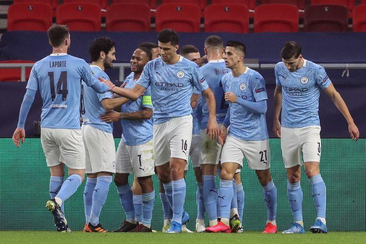 Para pemain Manchester City merayakan gol Bernardo Silva ke gawang Borussia Moenchengladbach pada laga leg pertama babak 16 besar Liga Champions di Stadion Puskas Arena, Hungaria, 24 Februari 2021.