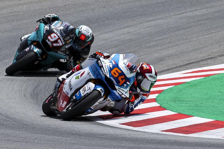 Pebalap Pertamina Mandalika SAG Team, Bo Bendsneyder, saat balapan pada Moto2 Catalunya 2021