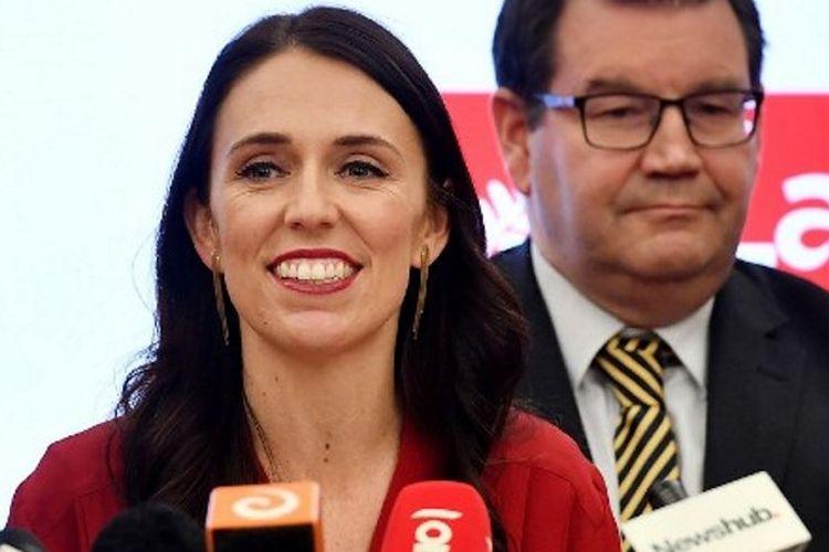 Perdana Menteri sekaligus pemimpin Partai Buruh, Jacinda Ardern, memberikan keterangan pers. Ardern merupakan perdana menteri perempuan ketiga, sekaligus termuda dalam sejarah Selandia Baru (19/10/2017)