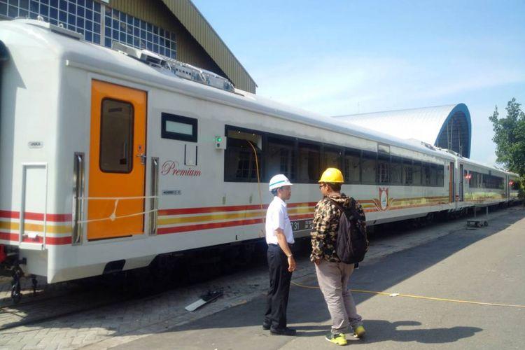 KERETA PREMIUM --Inilah kereta premium milik PT Kereta Api Indonesia buatan PT INKA yang akan digunakan untuk mengangkut penumpang mudik lebaran tahun 2017.