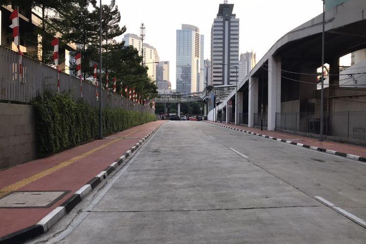 Lalu lintas kendaraan di Jalan Tembus Garnisun ke arah Jalan Gatot Subroto masih terpantau sepi pasca-diresmikan pada Senin (31/8/2020).