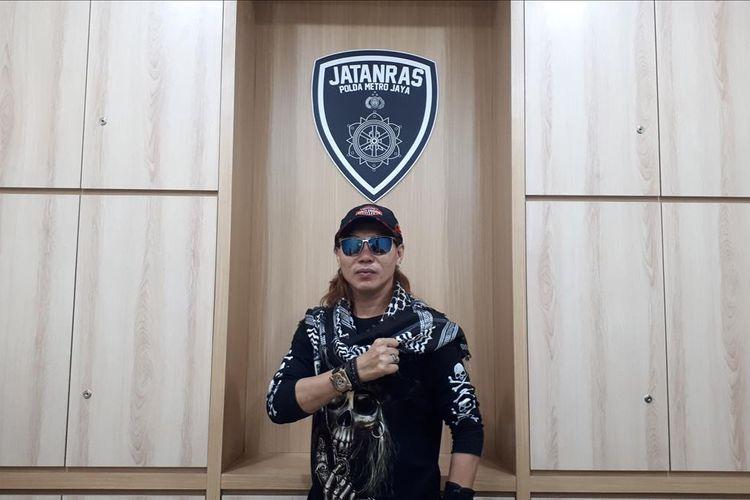 Aiptu Jakaria atau akrab disapa Bang Jack di ruangannya di gedung Jatanras, Ditreskrimum Polda Metro Jaya, Sabtu (6/7/2019)
