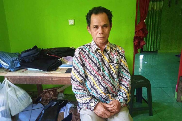 Sutardi (58), salah seorang honorer asal Kecamatan Bojonggambir, Kabupaten Tasikmalaya.
