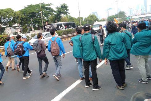 Demo di DPR, Mahasiswa Panjat Pembatas dan Masuk ke Tol Gatsu