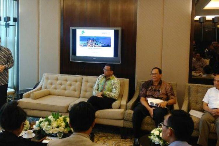 Presiden Direktur PT Adaro Energy (ADRO) Garibaldi Thohir (berdiri), di Jakarta, Selasa (24/1/2017).
