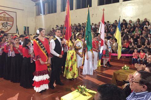 Mengagumkan, Pelajar Paraguay Mainkan Angklung dan Menari Saman